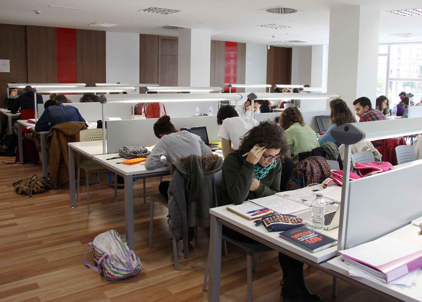 139 estudiantes de Massanassa se benefician de la beca de transporte del Ayuntamiento