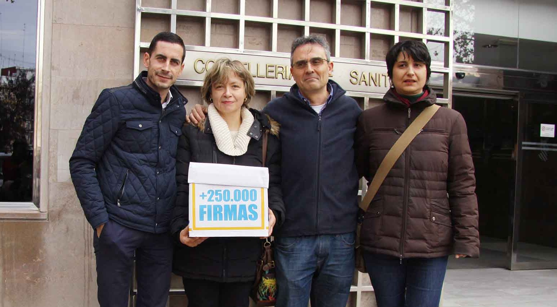 Los padres de Miguel presentan 250.000 firmas en Conselleria