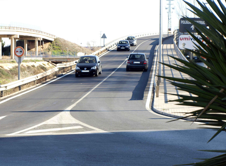 Catarroja asfalta el puente del barrio El Charco