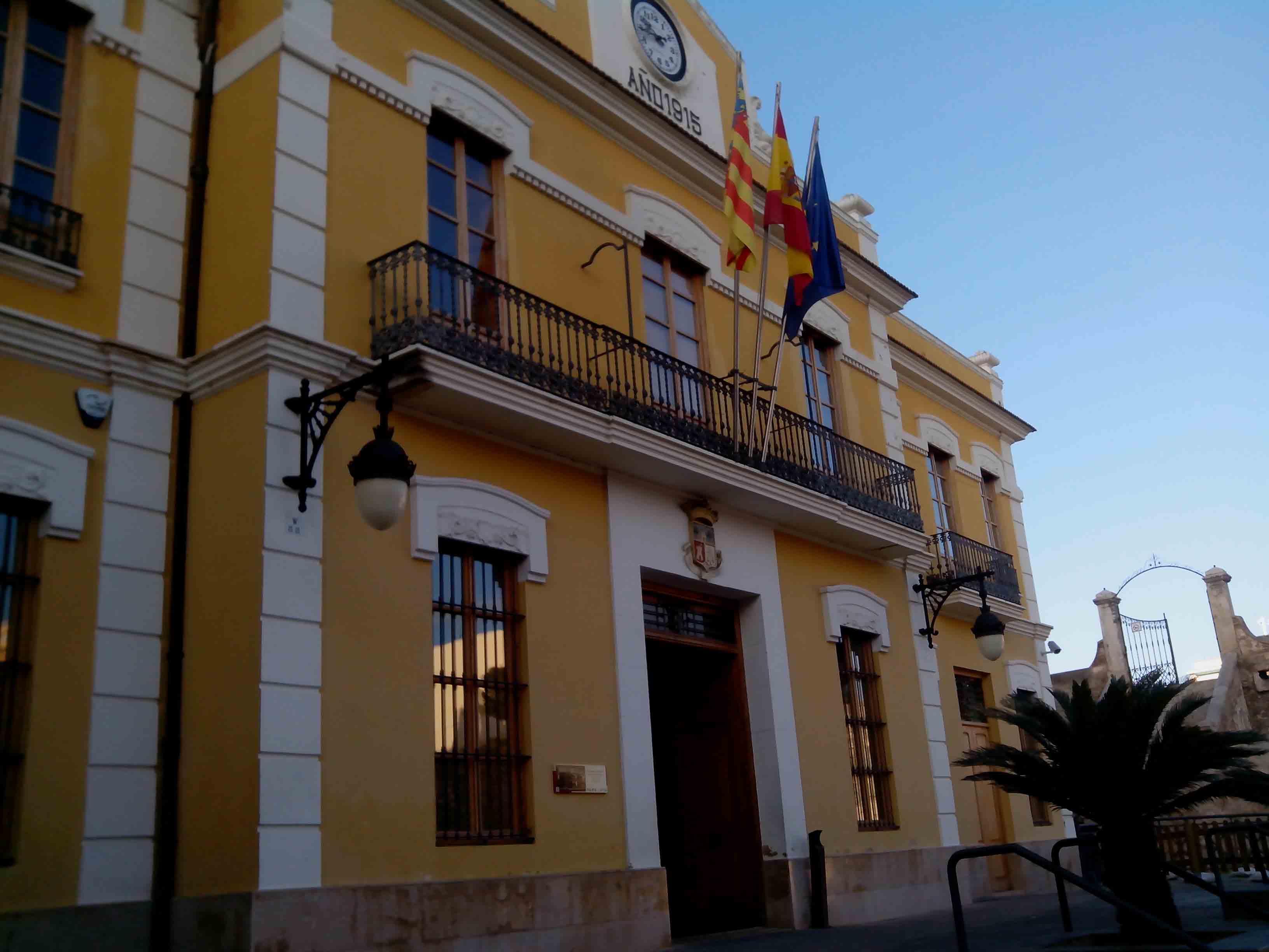 El Pleno del Ayuntamiento de Burjassot aprueba reducir un 30% las aportaciones a los partidos políticos