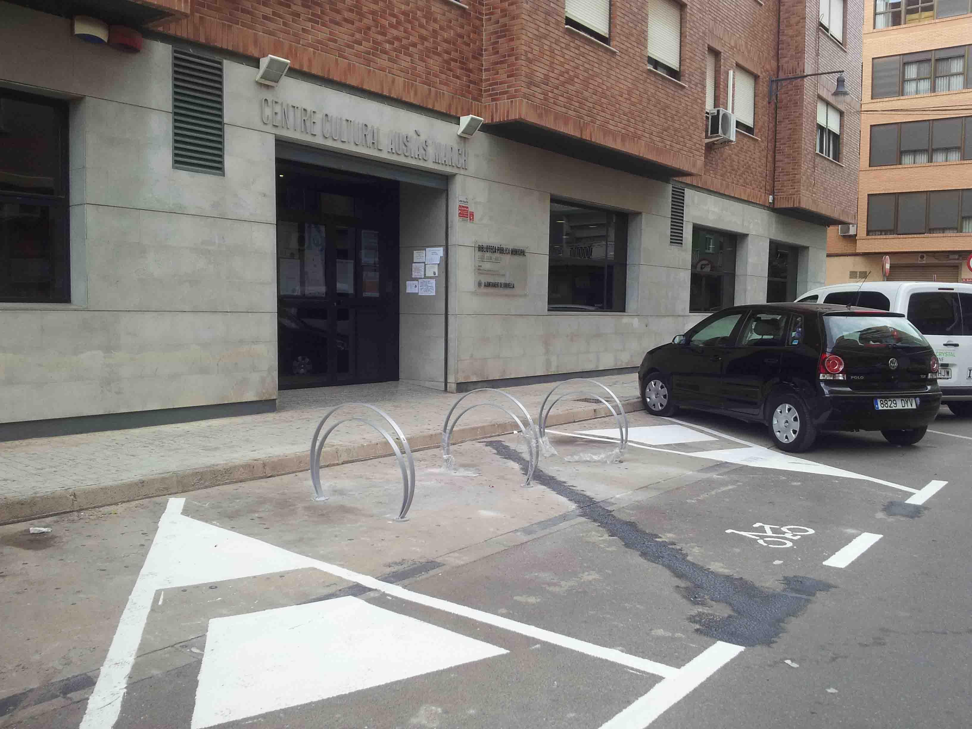 Xirivella fomenta el transporte saludable instalando nuevos aparcabicicletas
