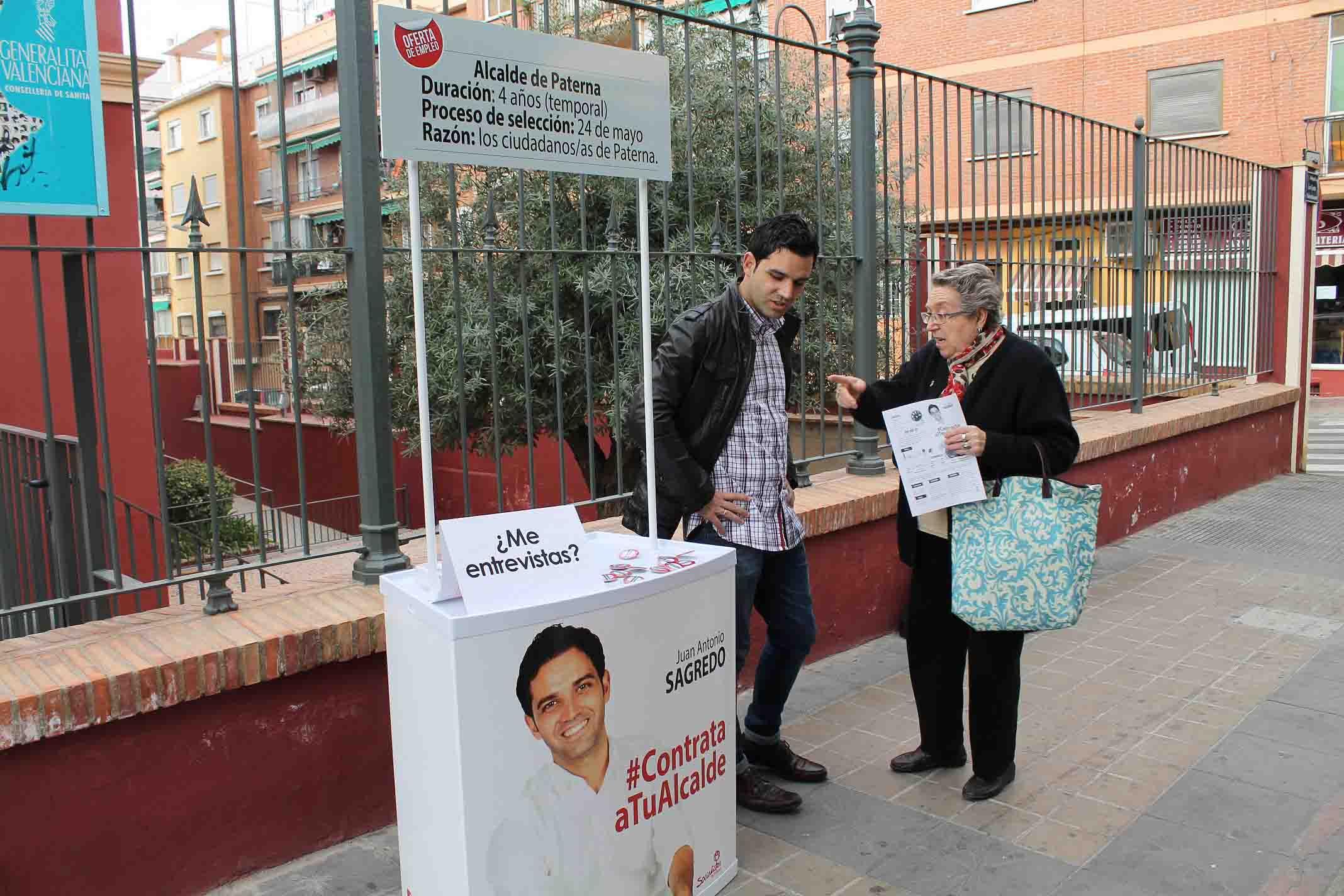 Sagredo entrega a los vecinos de Paterna su curriculum «para que lo contraten como alcalde»