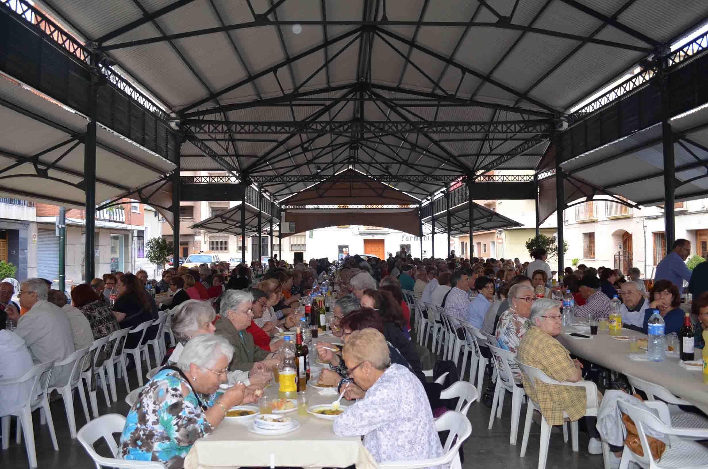 500 mayores de Moncada disfrutan de calderas durante las Jornadas Culturales