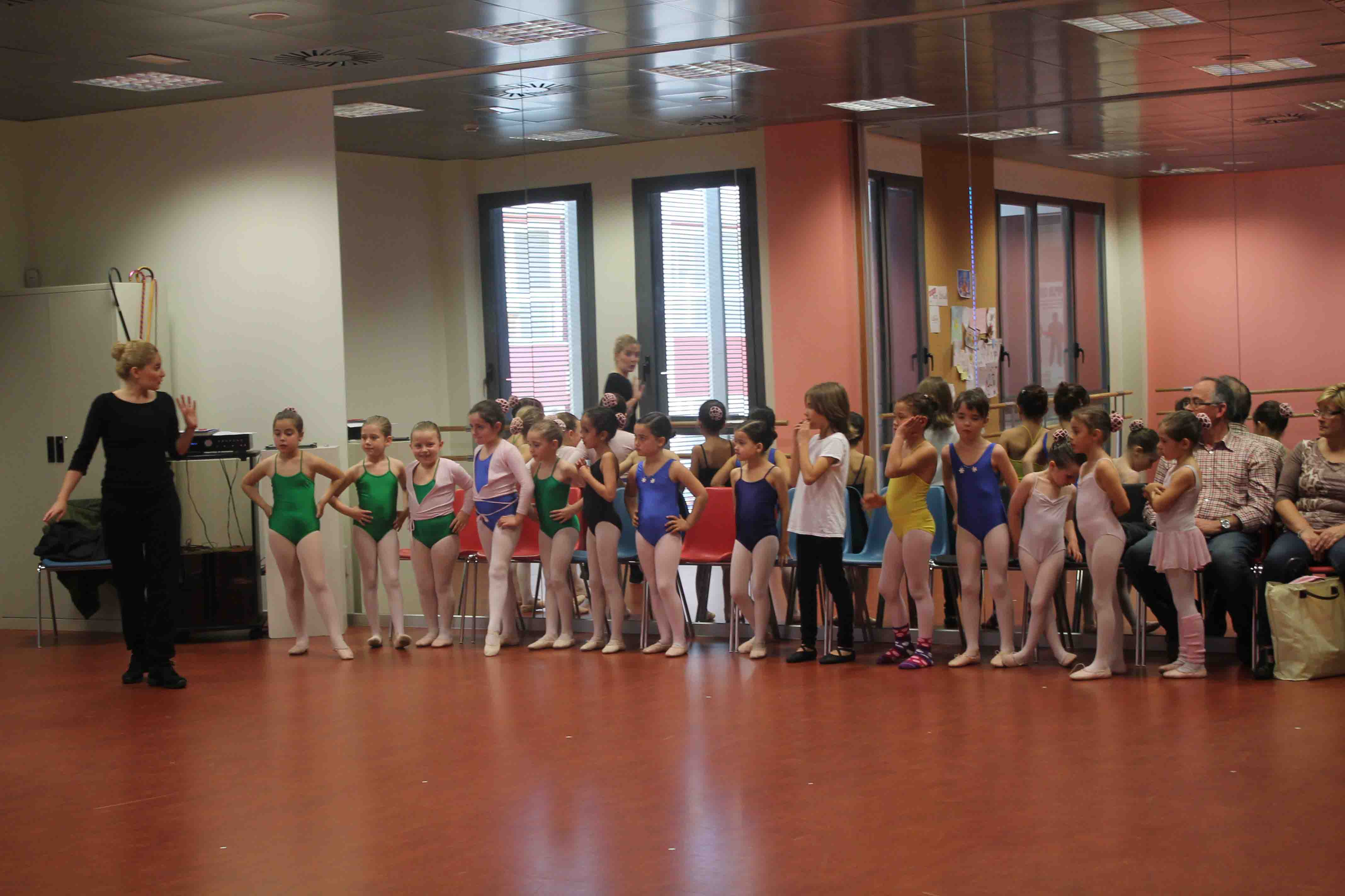 Aldaia acerca el ballet y la danza clásica a los más pequeños