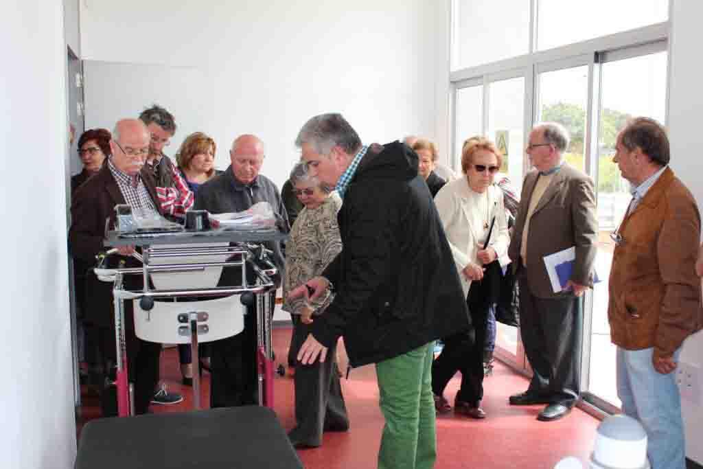 El alcalde de Moncada visita junto a los vecinos el Centro Cívico de Masías