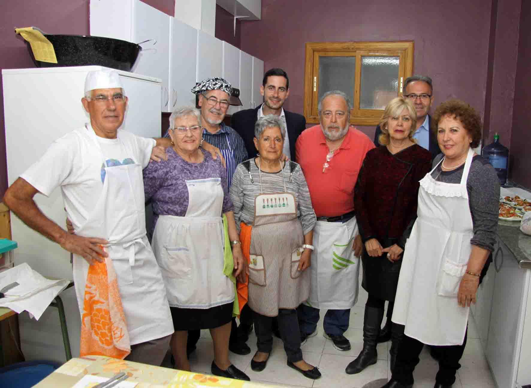 Los mayores de Mislata estrenan el 'Espai Cuina'