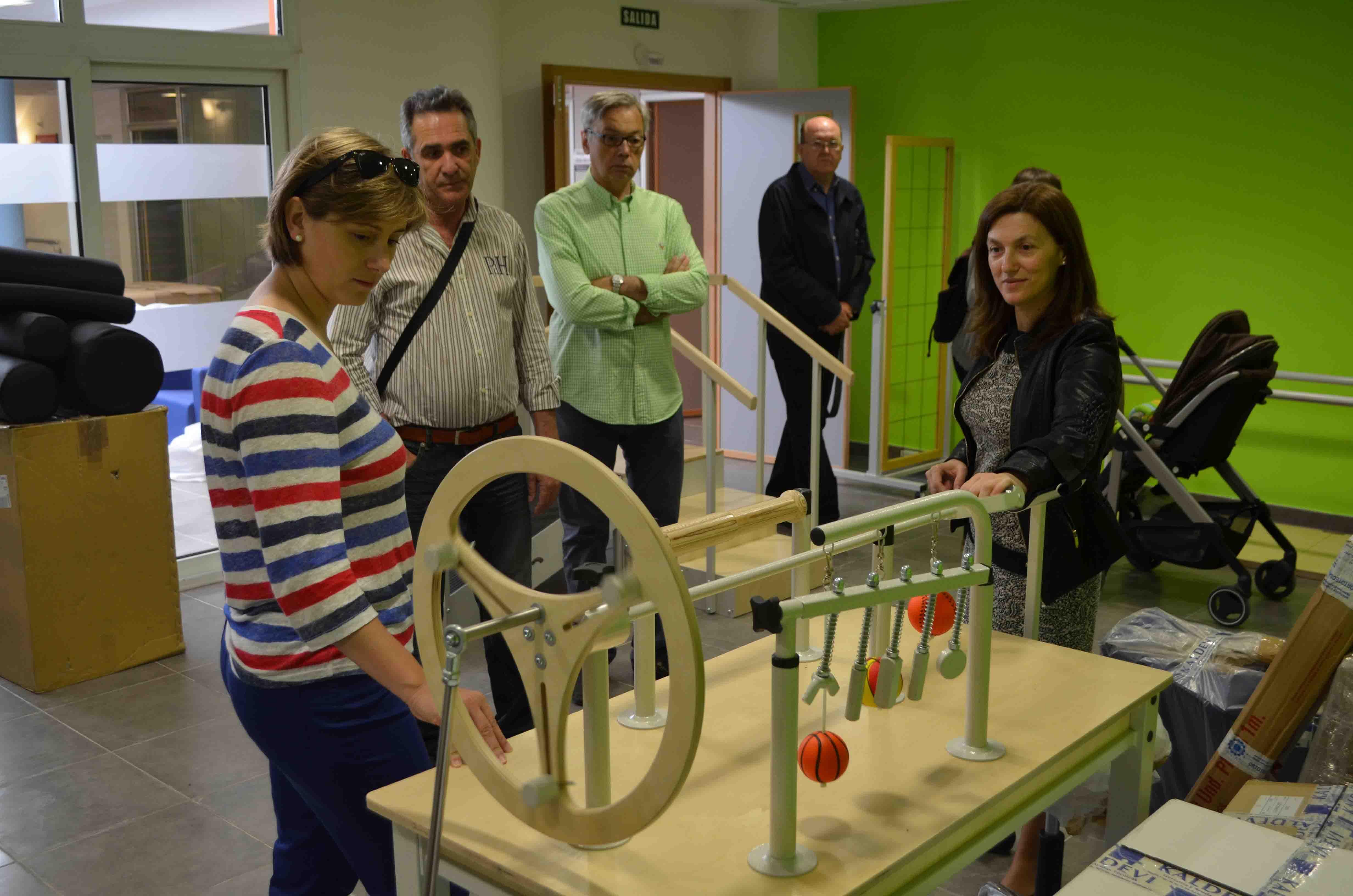 La alcaldesa de Benetússer visita la residencia de mayores que abrirá en junio
