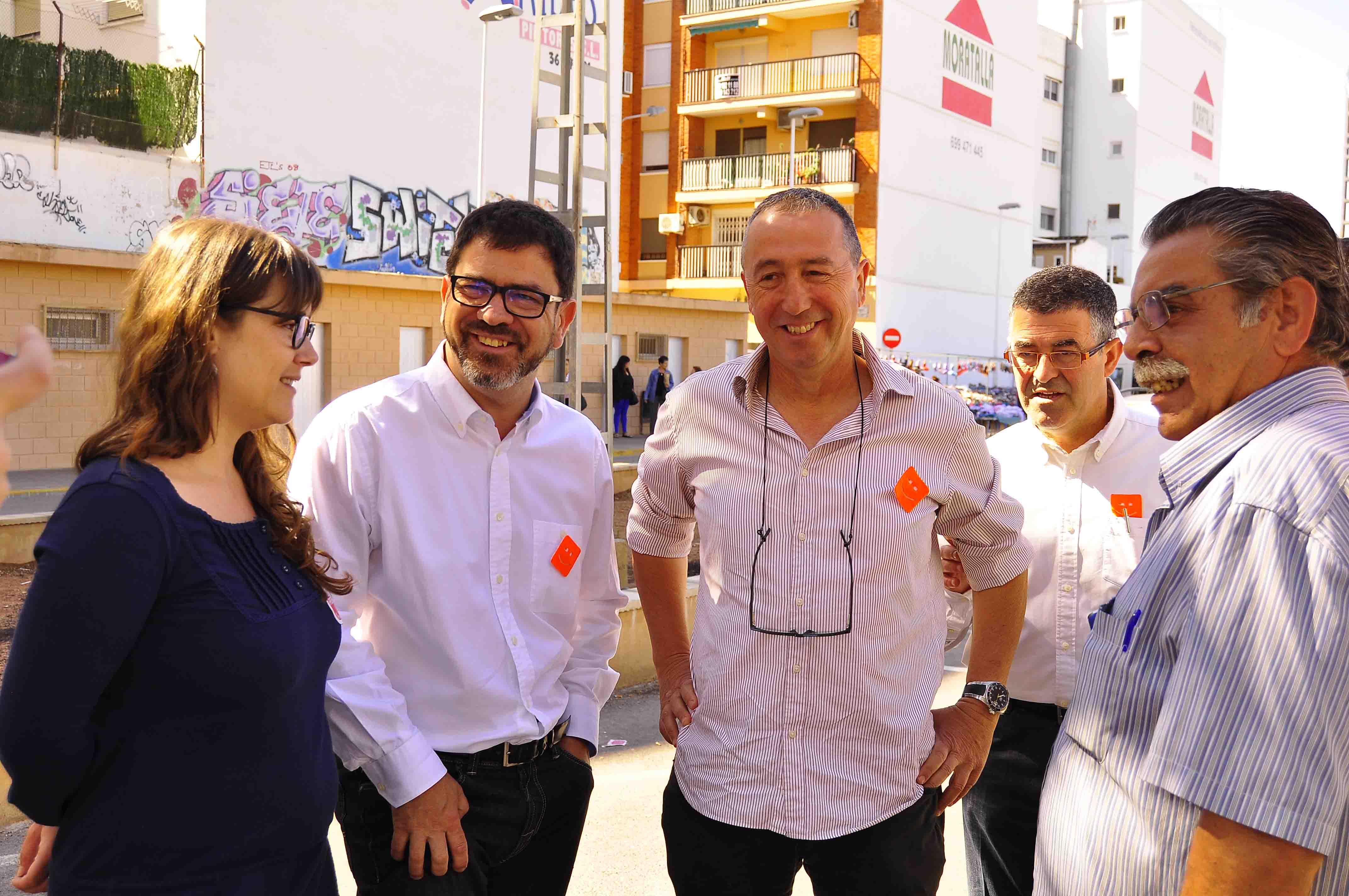 Baldoví fa campanya amb Emilli Altur donant suport al comerç de Burjassot