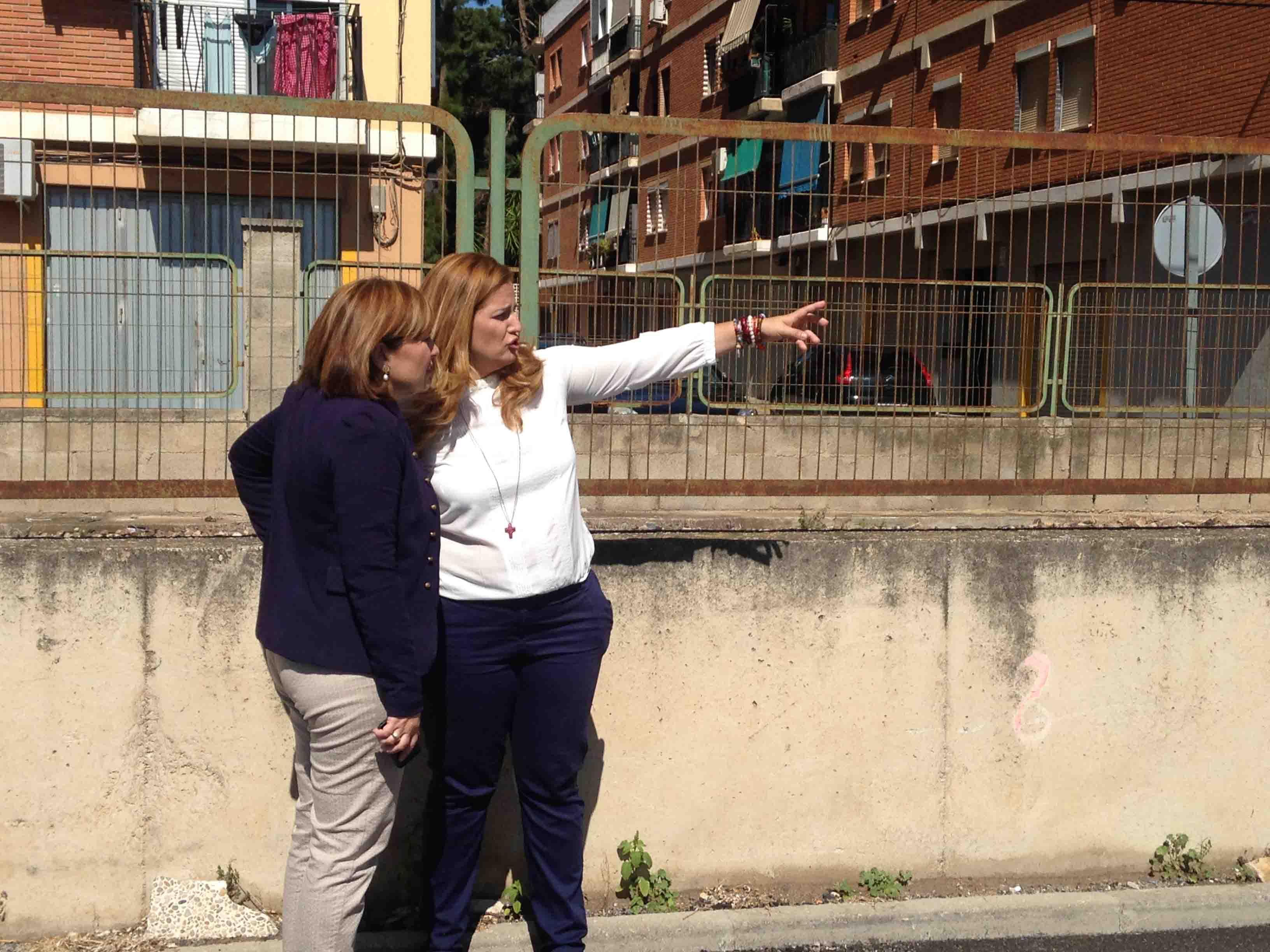 Bonig visita Burjassot y acompaña a Casaus al Mercado Municipal Provisional y al barrio del Empalme