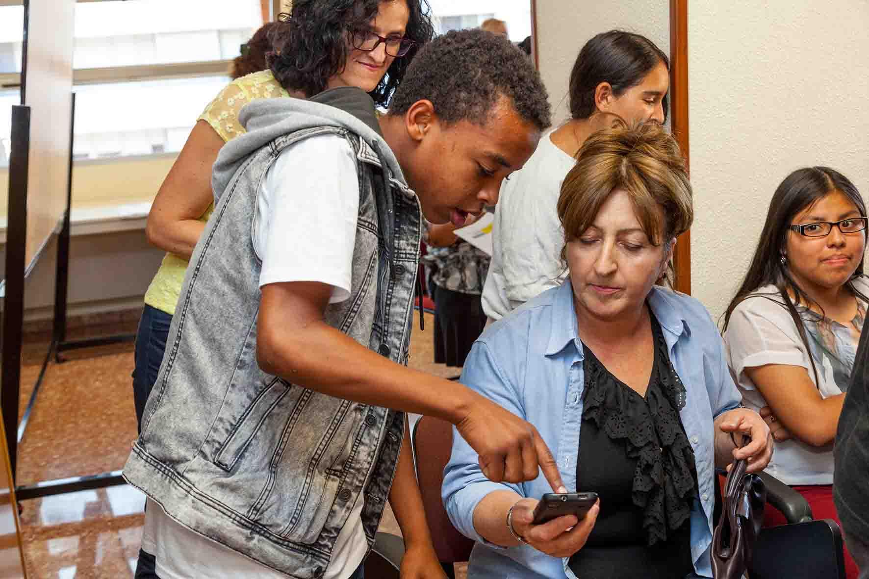 Alumnos de Secundaria de Mislata crean una App para los refugiados del Centro de Acogida