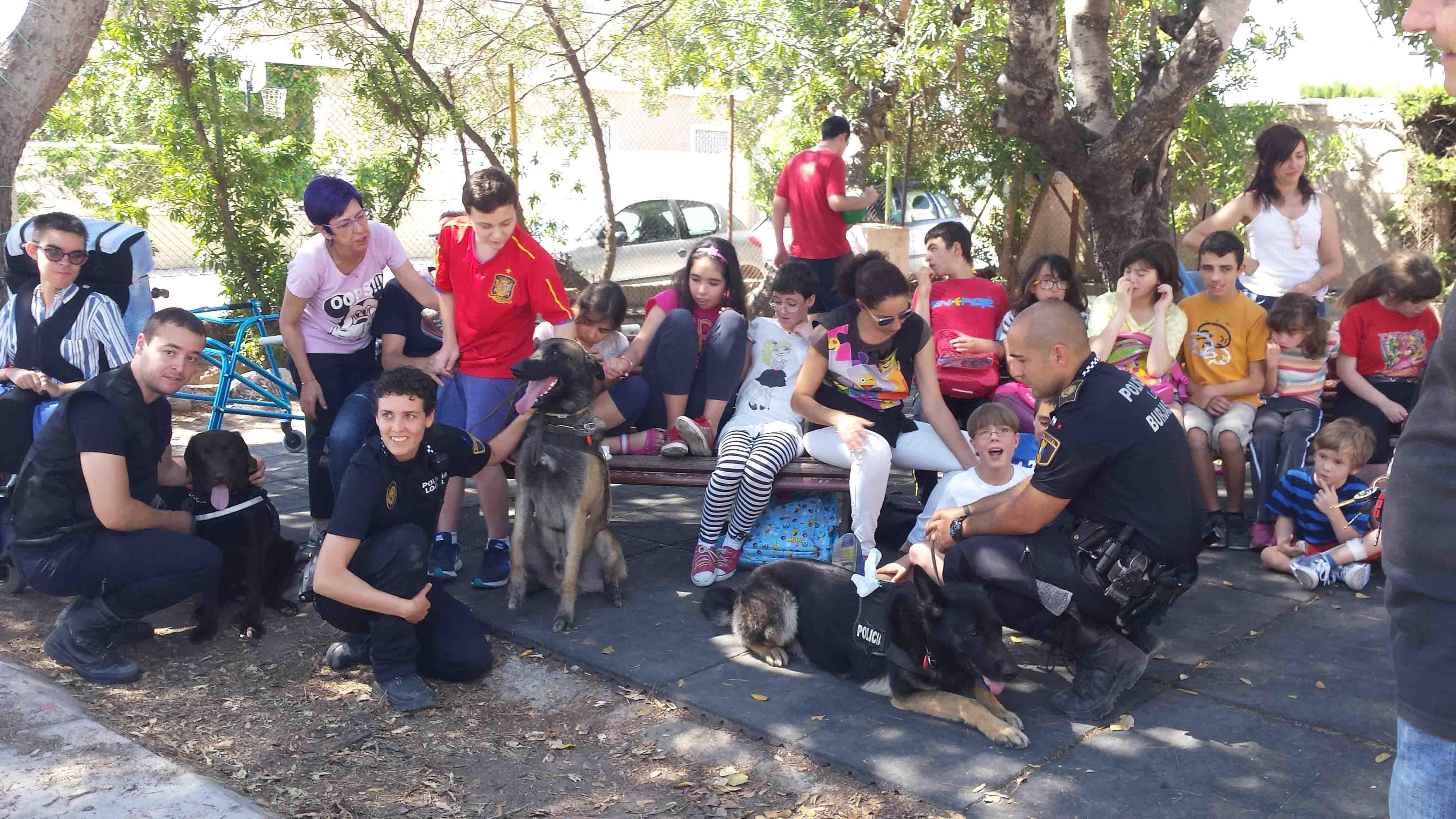 La Unidad Canina de la Policía Local de Burjassot visita el Colegio Los Silos de Moncada