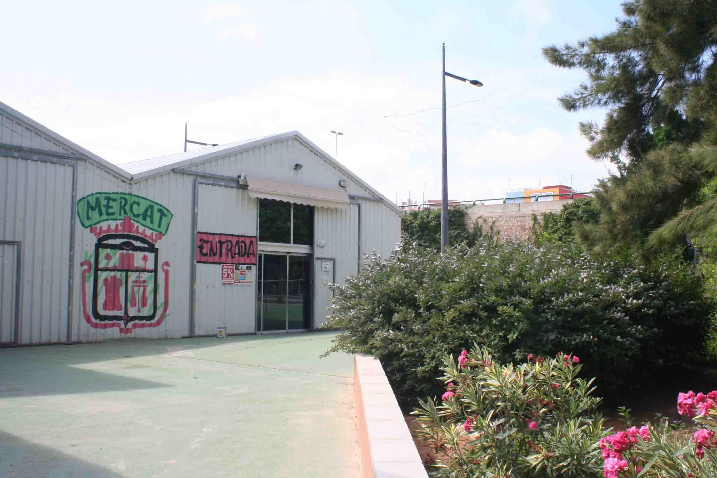 Burjassot adecúa el entorno del Mercado Municipal y del aparcamiento de las Palmeras
