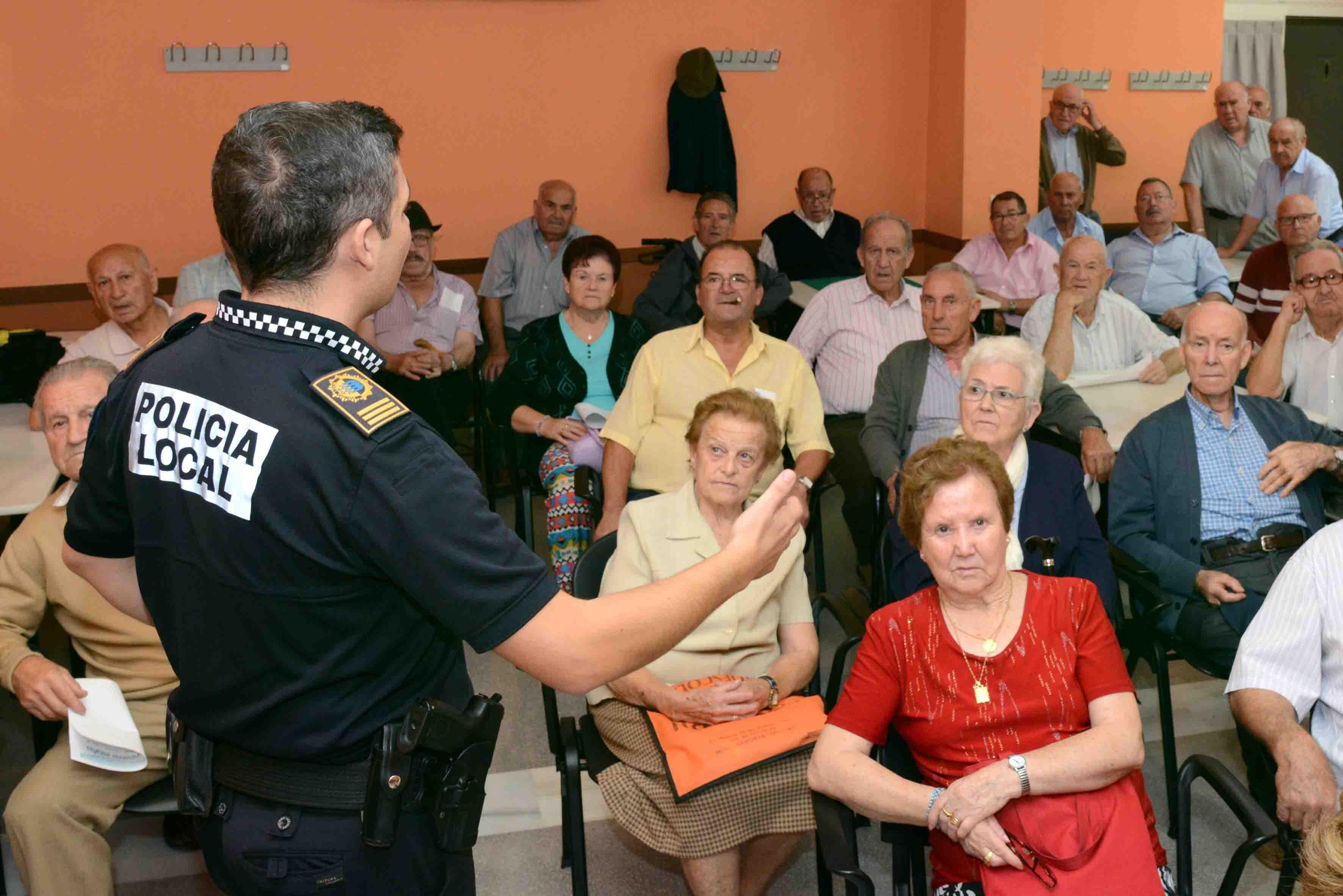 La Policía Local de Paiporta inicia sus acciones de formación con motivo de la 'Quincena de la Prevención'