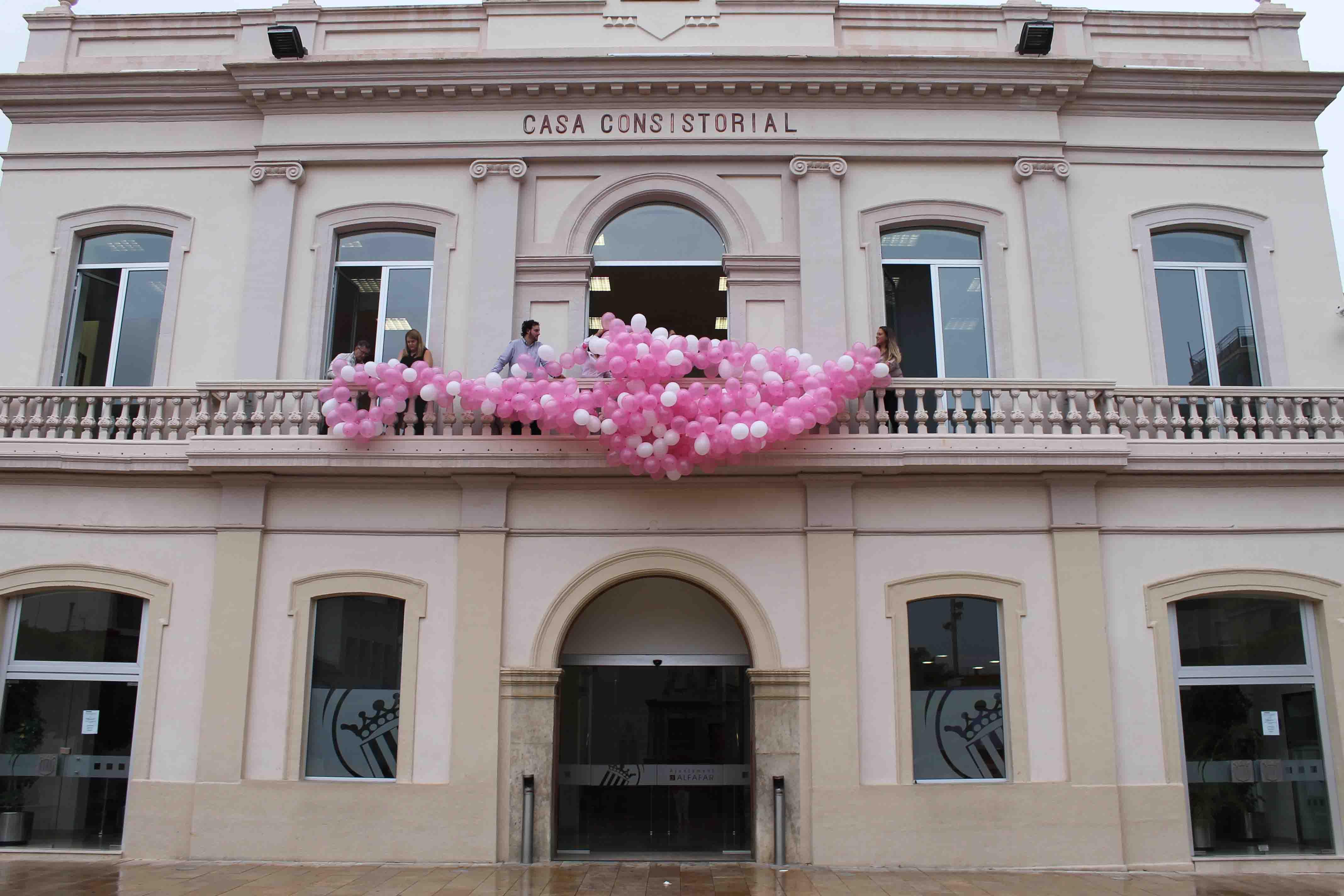 Alfafar se suma al rosa en la lucha contra el cáncer de mama