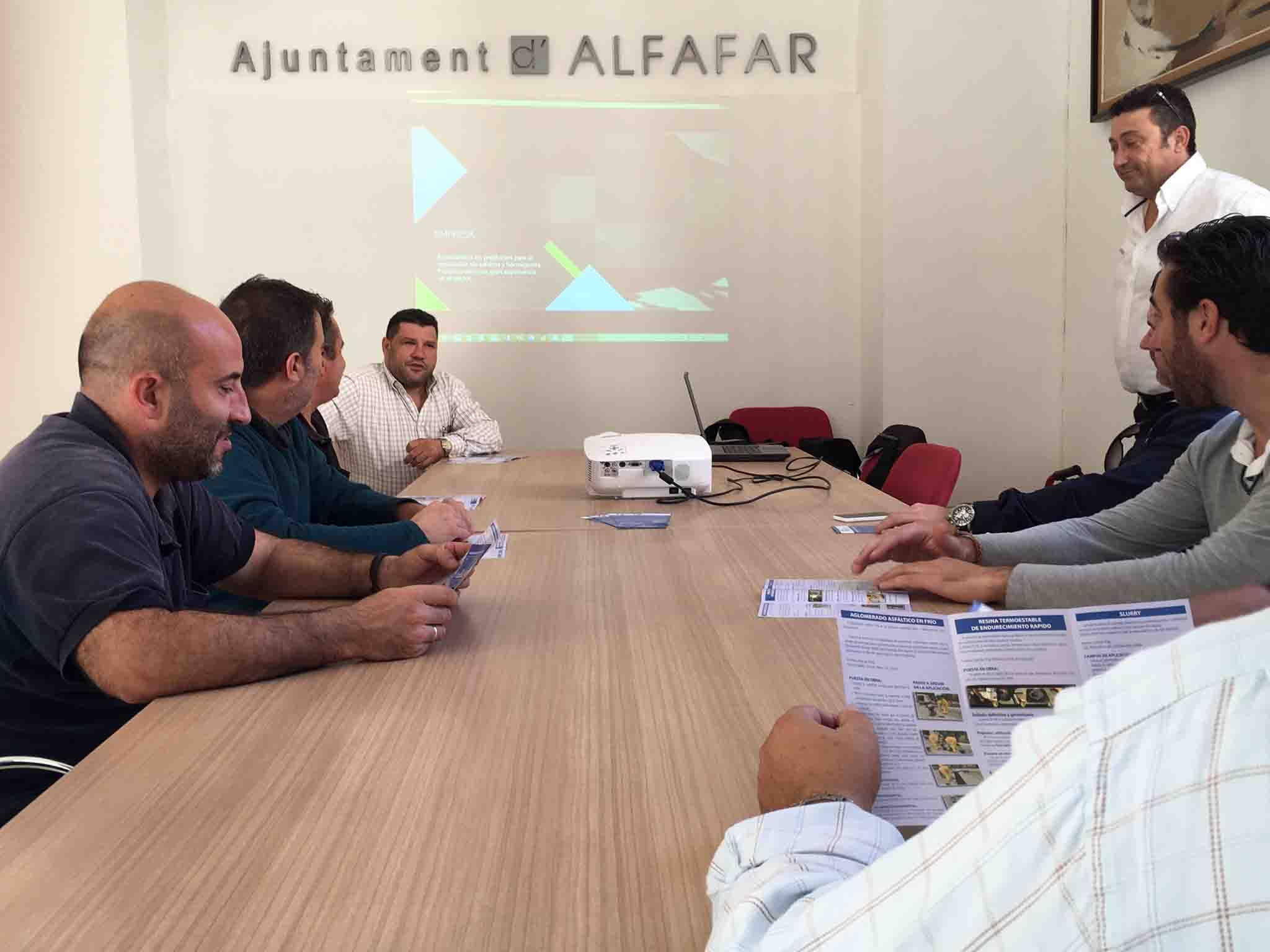 Alfafar enseña nuevas técnicas de asfaltado a la Brigada de Mantenimiento