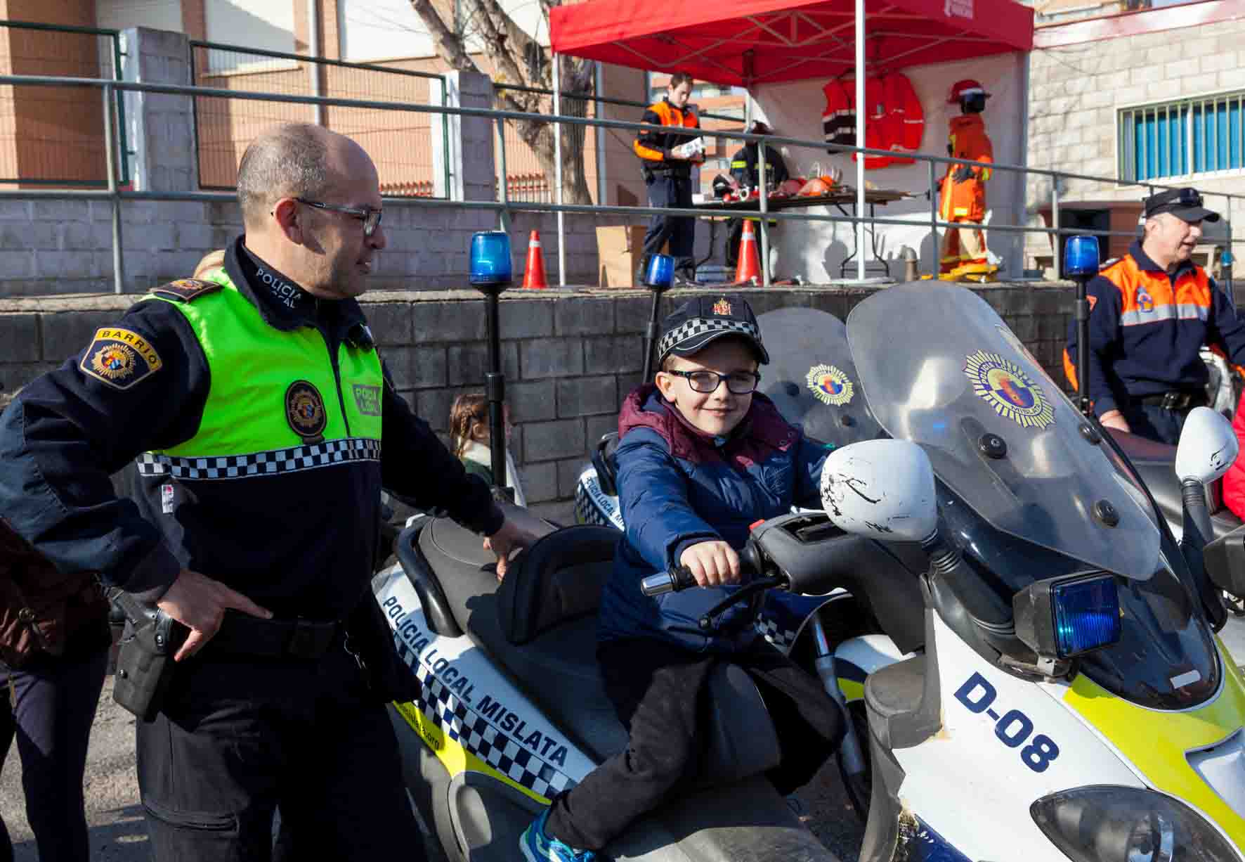 La Policía Local de Mislata descubre a los vecinos cómo trabajan día a día