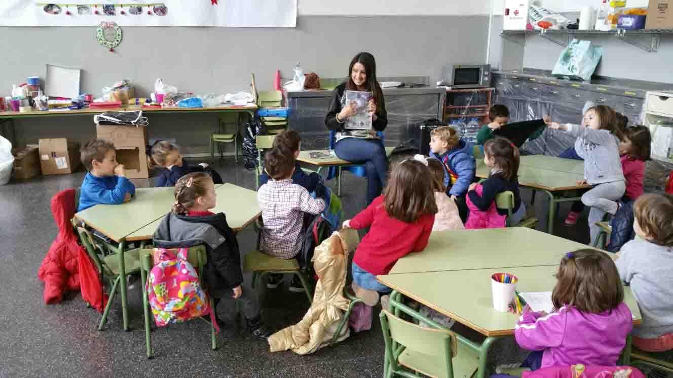 Un centenar de niños disfruta de la 'Escola de Nadal' en Massamagrell