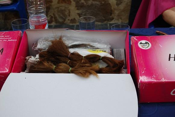 30 vecinos de Benetúser donan su cabello para la campaña «Mechones Solidarios»