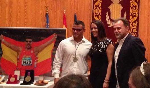 Moncada homenajea a David Casinos tras su medalla en Río