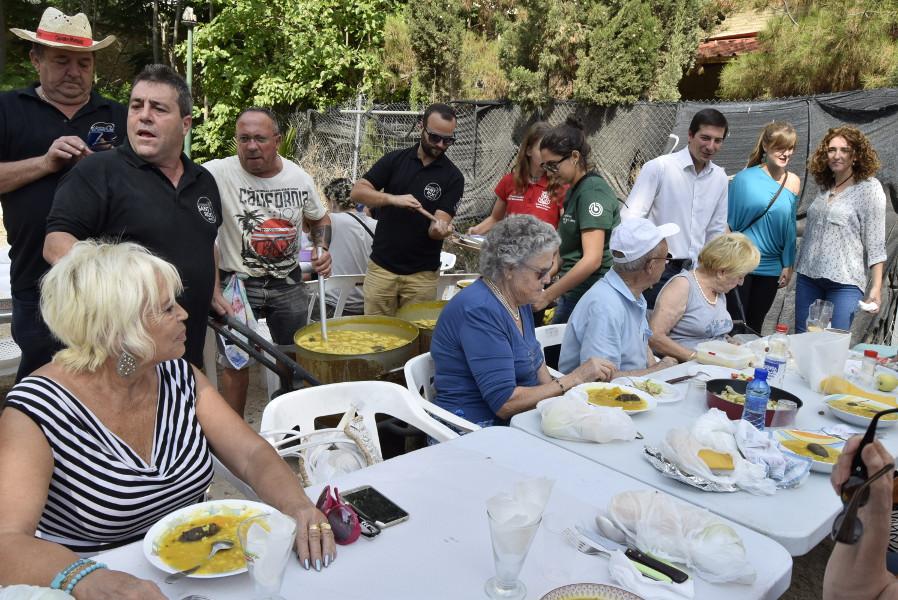 Más de 2.000 personas disfrutan del 'arròs amb fesols i naps' en Burjassot