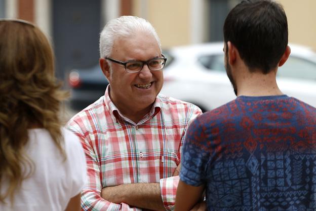 El alcalde de Puçol sale a la calle para recoger propuestas de los vecinos