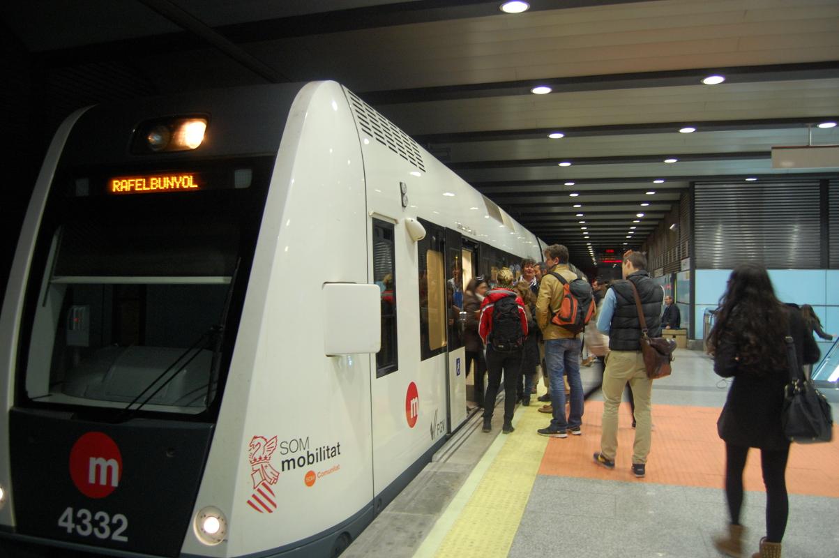 Reparada la avería que ha dejado sin luz el tramo subterráneo de las líneas 1 y 2 de Metrovalencia