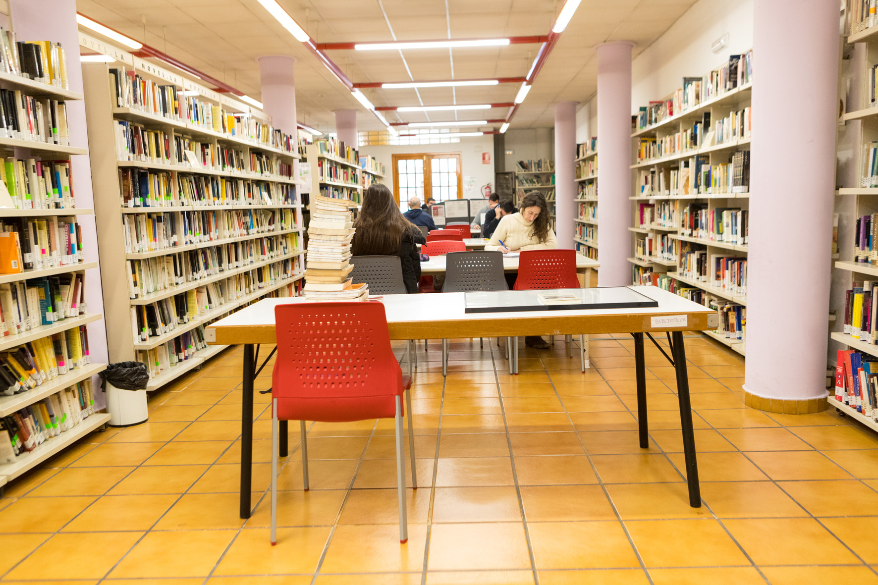 Mislata suprime la tasa para obtener el carné de la biblioteca municipal