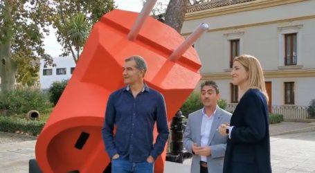 Ciudadanos planta un enchufe gigante en Moncada para denunciar favoritismos