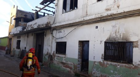 Incendi a una nau abandonada a Manises