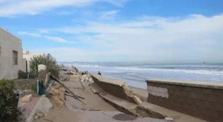 Desalojan a los vecinos de la urbanización La Casbah de El Saler por el temporal