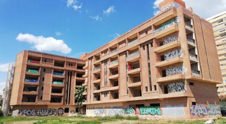 El plenari de la Corporació de la Pobla de Farnals adjudica la venda forçosa en règim de subhasta del conegut com Aparthotel l'Àncora