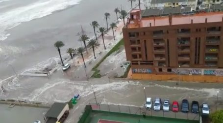 El mar se adentra en la Pobla de Farnals a causa del temporal