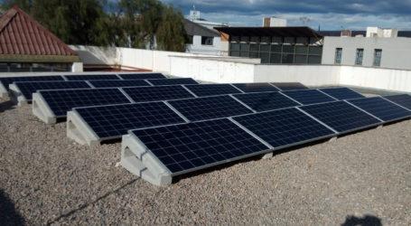 Fuente del Jarro lleva ahorrado en 2020 un 32% de la factura eléctrica gracias a su sistema de paneles fotovoltaicos