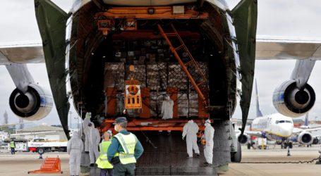 Un nuevo avión con material sanitario de protección encargado por la Generalitat ha llegado este mediodía al aeropuerto de Manises