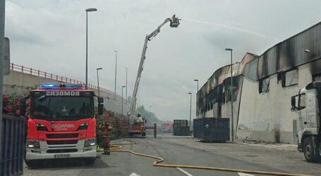 Un empleado herido y un bombero atendido en incendio de Aldaia, ya controlado