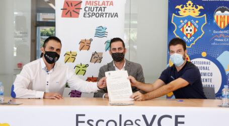 El Mislata CF y el Valencia CF firman un convenio para mejorar la formación deportiva de las escuelas base