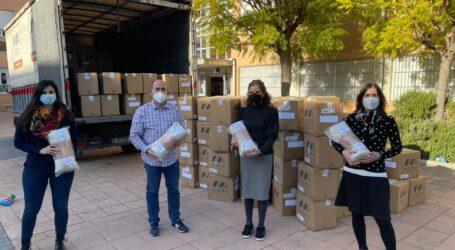Massamagrell comienza a repartir la ropa de abrigo a los colegios e instituto