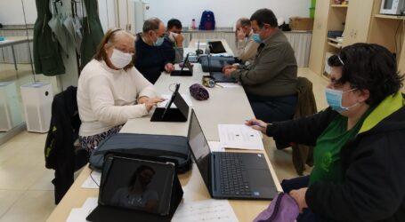 Alboraya reduce la brecha tecnológica de personas de edad avanzada y con diversidad funcional del taller Mon Gran