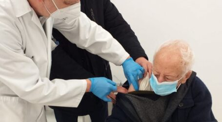 Los municipios de l'Horta alertan sobre llamadas falsas para vacunar a domicilio a los mayores