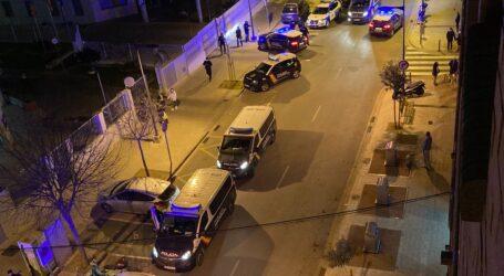 La disolución de un botellón en Mislata acaba a pedradas, con dos jóvenes detenidos y un policía herido