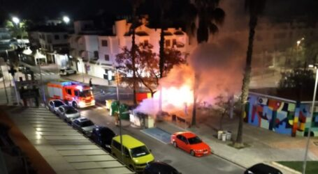 La Policía Local de La Pobla de Farnals detiene a un joven de 22 años como presunto autor de la quema de contenedores